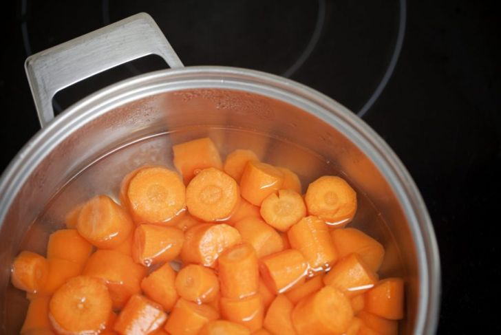 Boiling cooked carrots