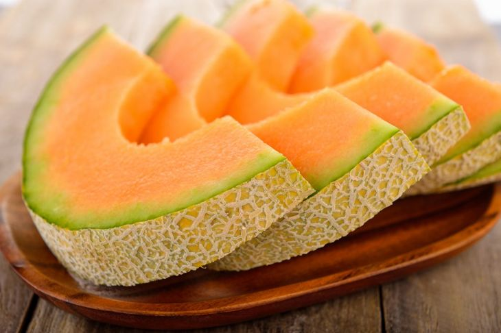 fresh cantaloupe slices